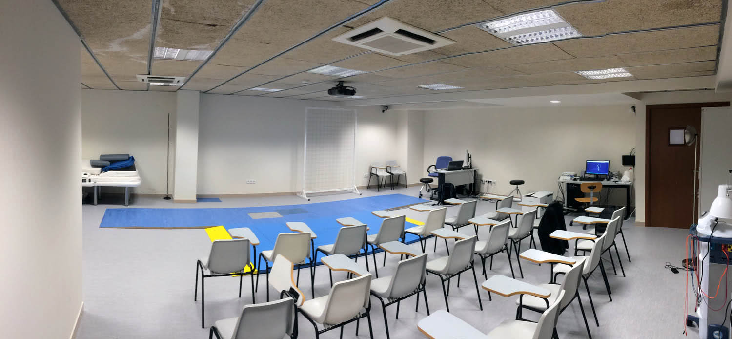 A panoramic view of UIC's motion lab, which includes an area for students